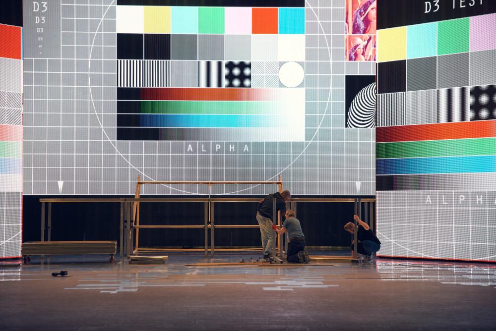 Teatr Muzyczny Roma, montaż scenografii, fot. materiały prasowe TM Roma